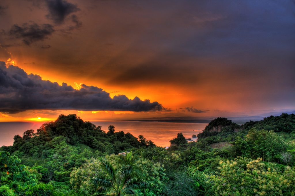 things to do in manuel antonio at night